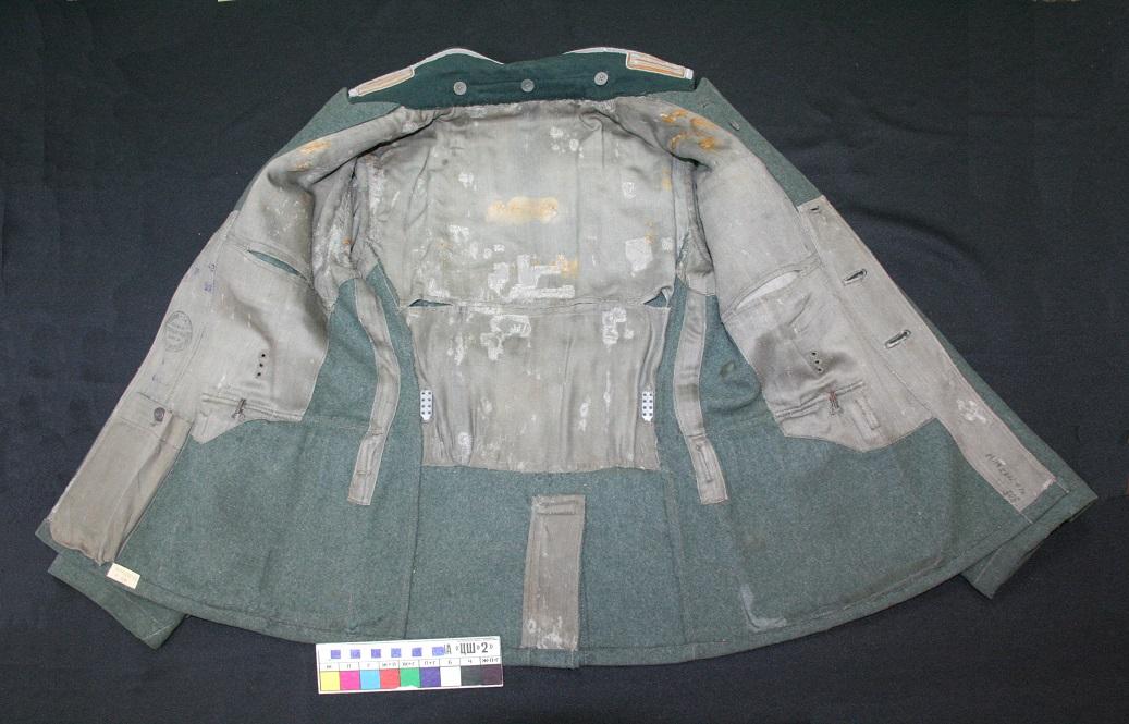 Общий вид подкладки кителя после реставрации. Вид изнутри