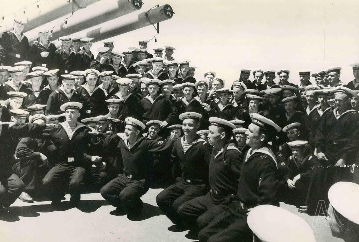 Моряки-тихоокеанцы на отдыхе. Фото Л.И. Стефаненко. 1960-е годы