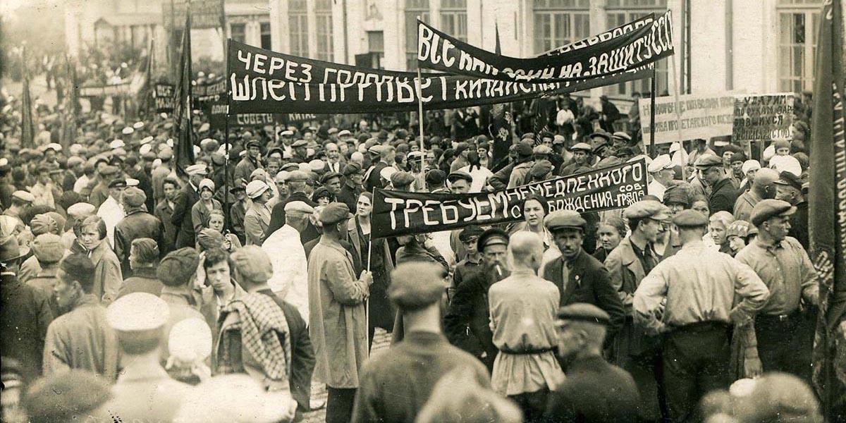 Демонстрация трудящихся города Владивостока во время конфликта на КВЖД. 1929 год.