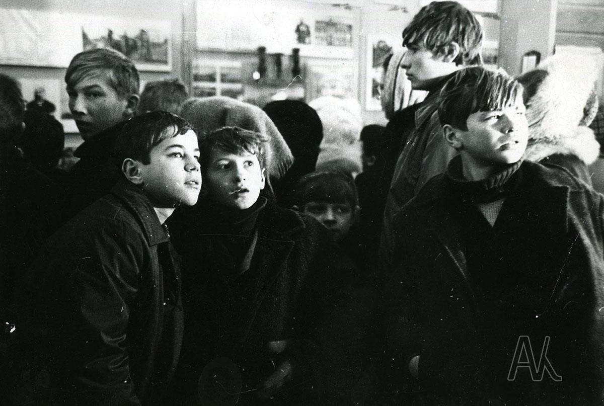 1974 год. Школьники Владивостока на выставке в музее им. В.К. Арсеньева. Фотограф: Р.Б. Самарин