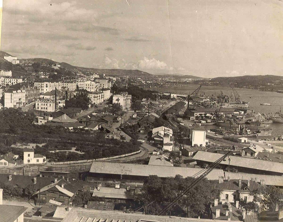 Панорама Владивостока с видом на центр города. 1959 год.