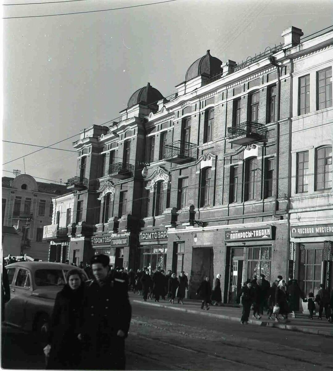 Улица Светланская (Ленинская). Магазин «Зелёные кирпичики». 1950-е годы.