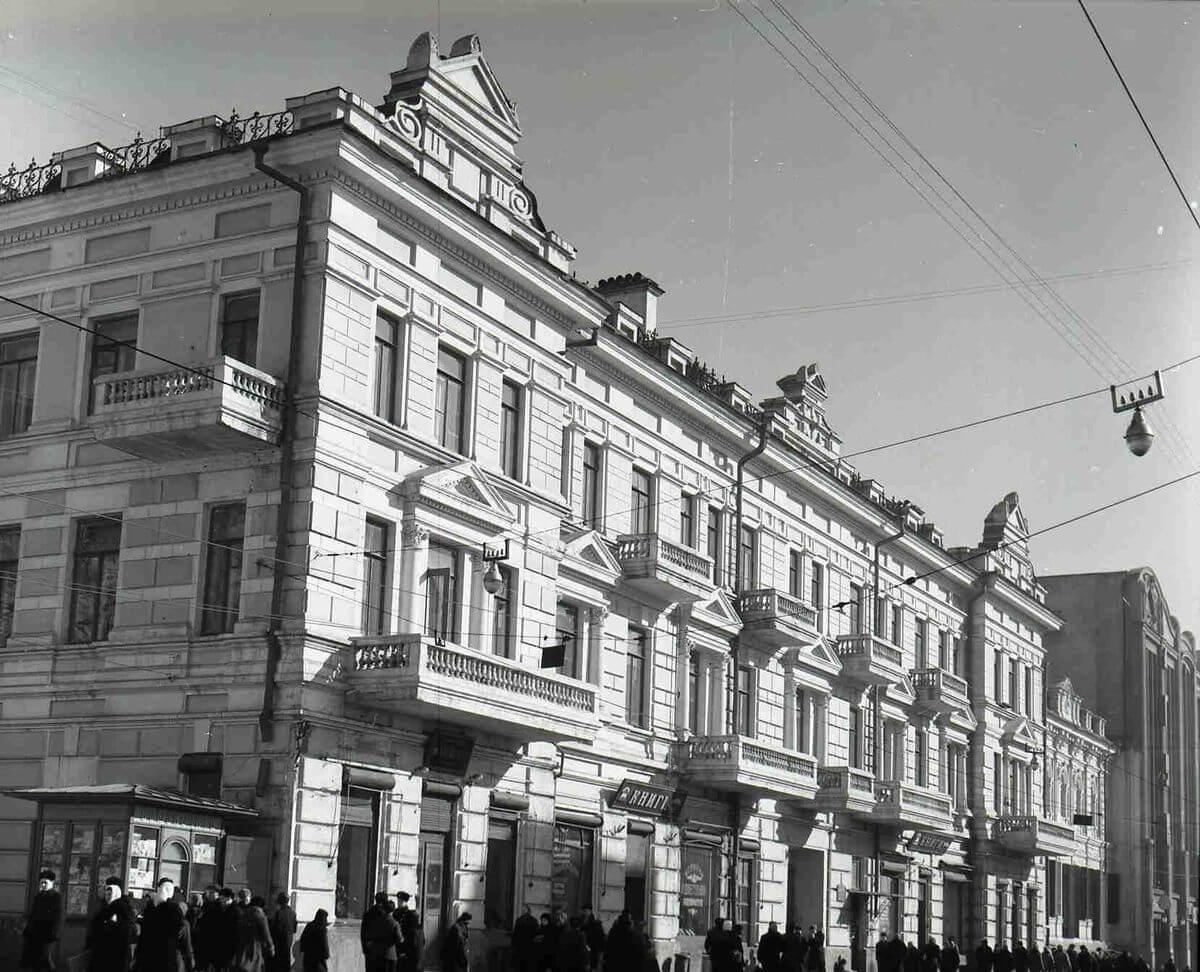 Книжные магазины на улице Ленинская (Светланская). 1950-е годы.