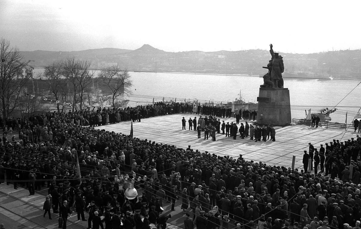 Открытие памятника морякам торгового флота. 1967 год.