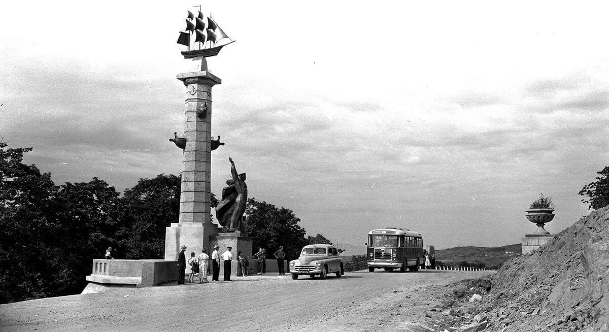 Ростральная колонна. 1960 год.