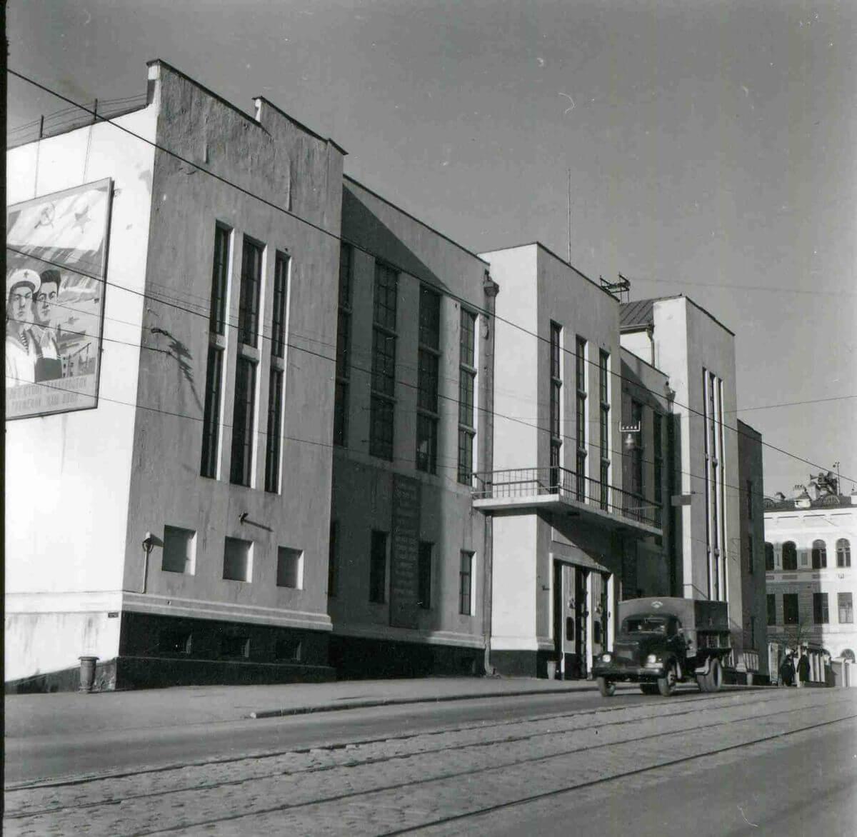 Дом офицеров флота на улице Ленинская (Светланская). 1960-е годы.