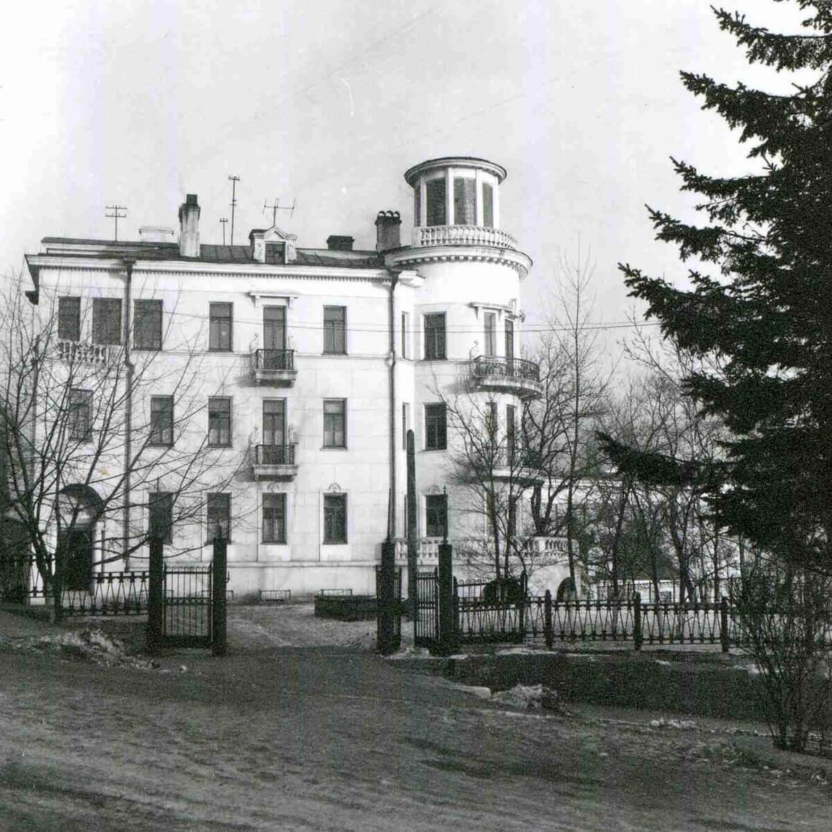 Улица Пушкинская. Художественное училище. 1960-е годы.
