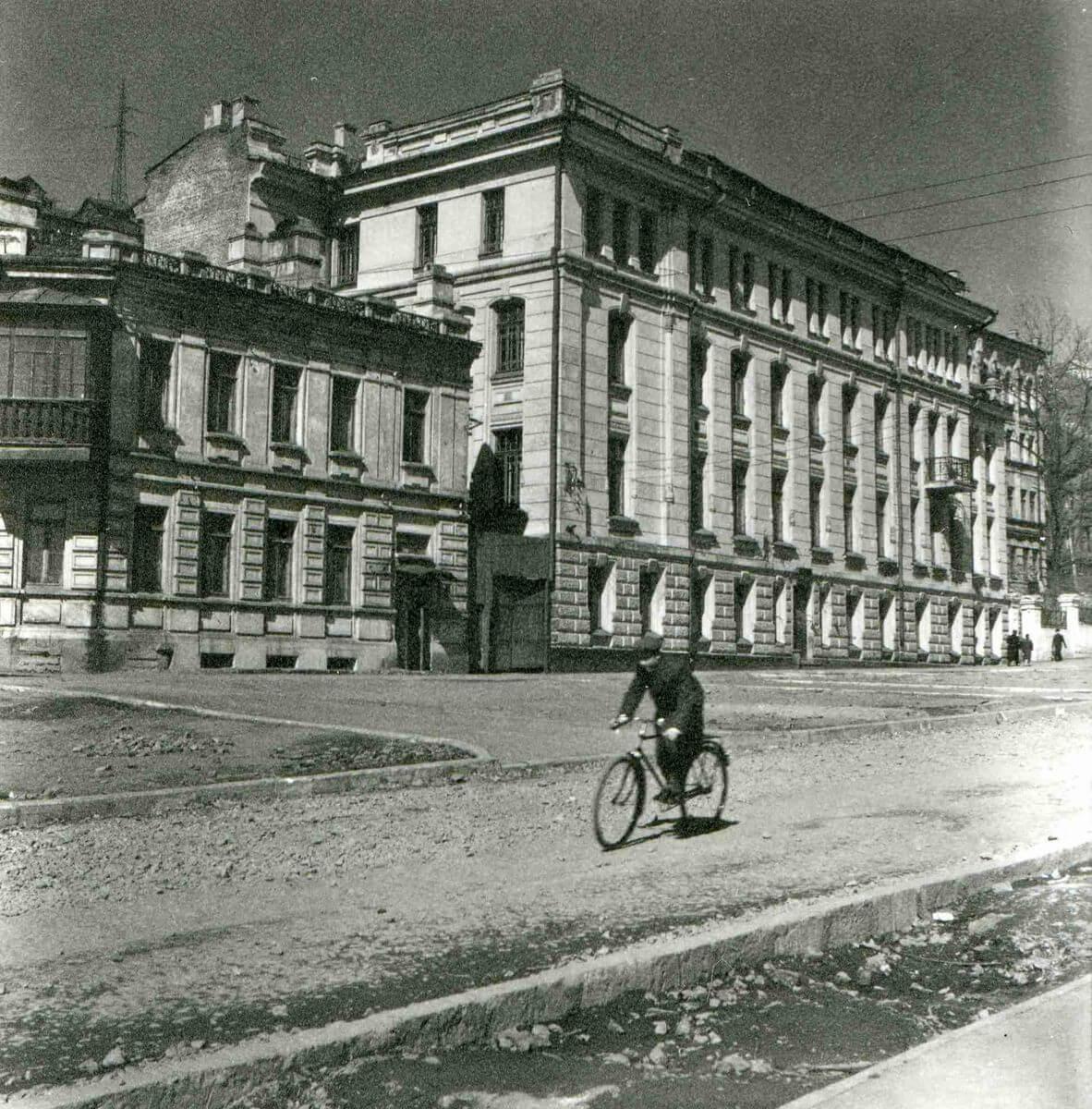 Улица Пушкинская. Средняя школа № 9. 1960-е годы.