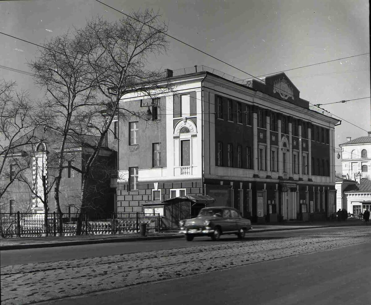 Улица Ленинская (Светланская). Дом политического просвещения (Арбитражный суд). 1960-е годы.