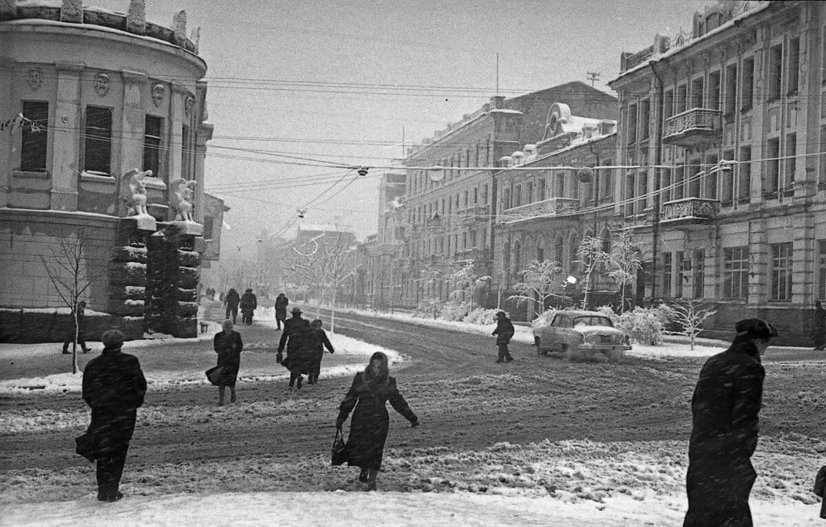 Улица Пекинская (Адмирала Фокина). Первый снег. 1962 год.