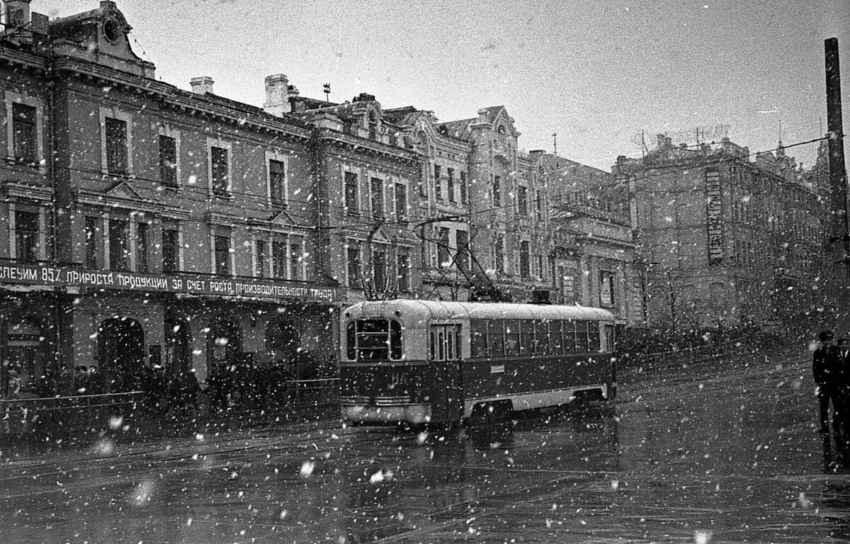 Мартовский снег. 1960-е годы.