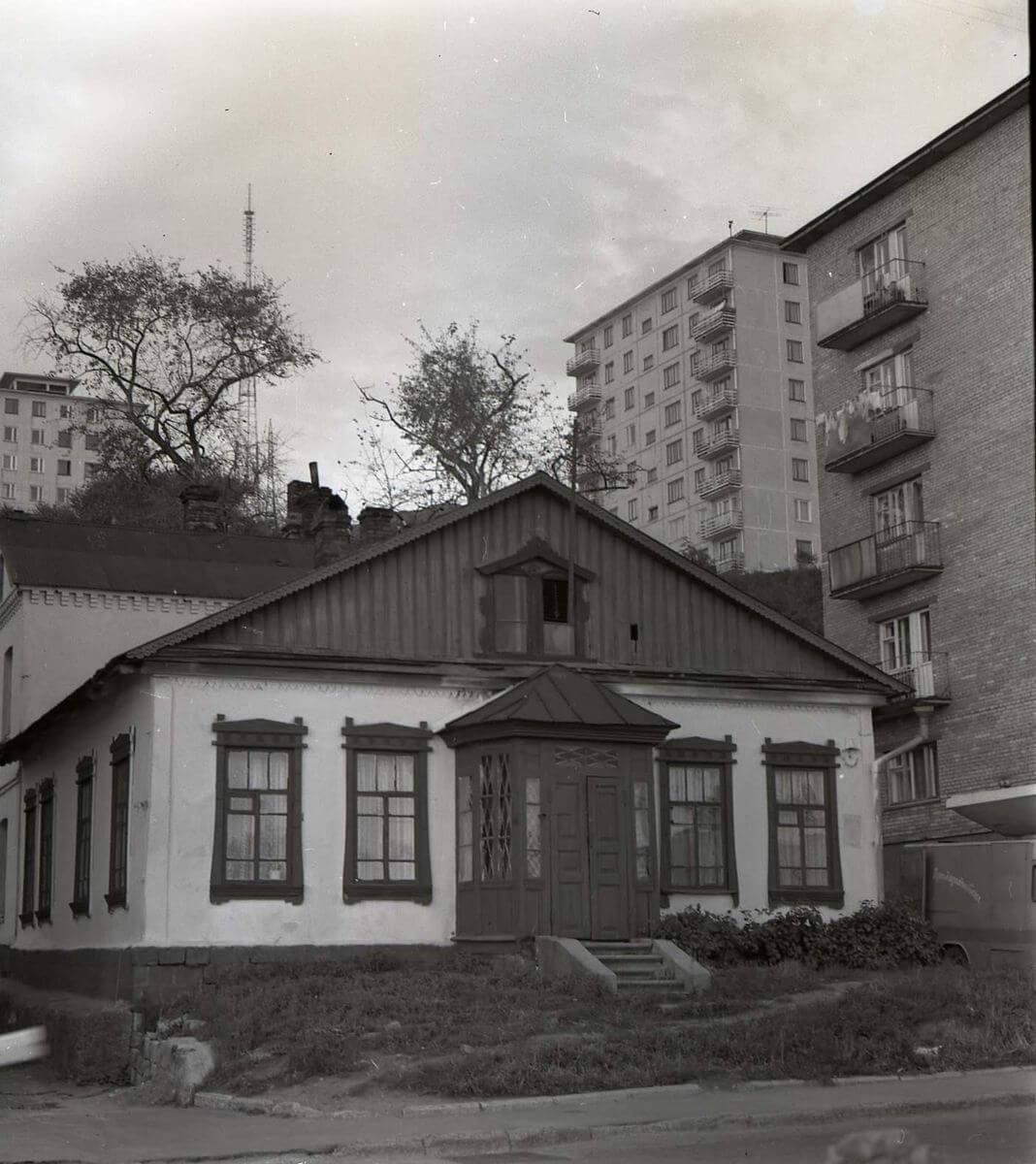 Дом на улице Суханова, в котором жил Константин Суханов. 1972 год.
