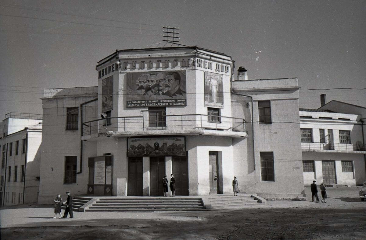 Здание Дворца культуры железнодорожников. 1972 год.