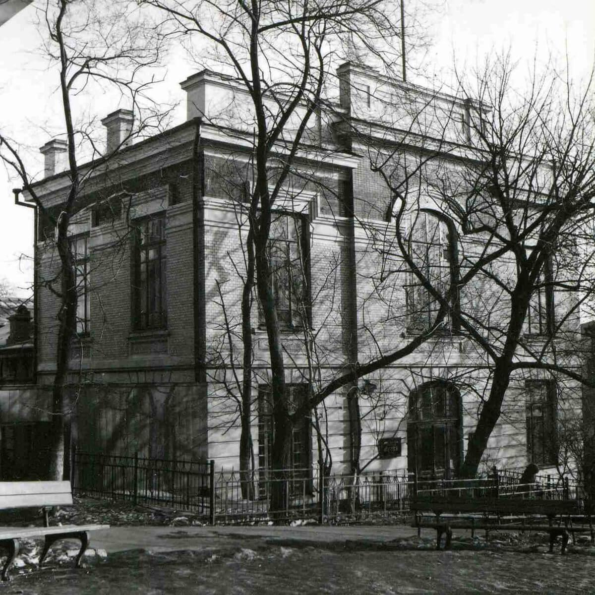 Здание музея имени Арсеньева по улице 1-го Мая (Петра Великого). 1970-е годы.