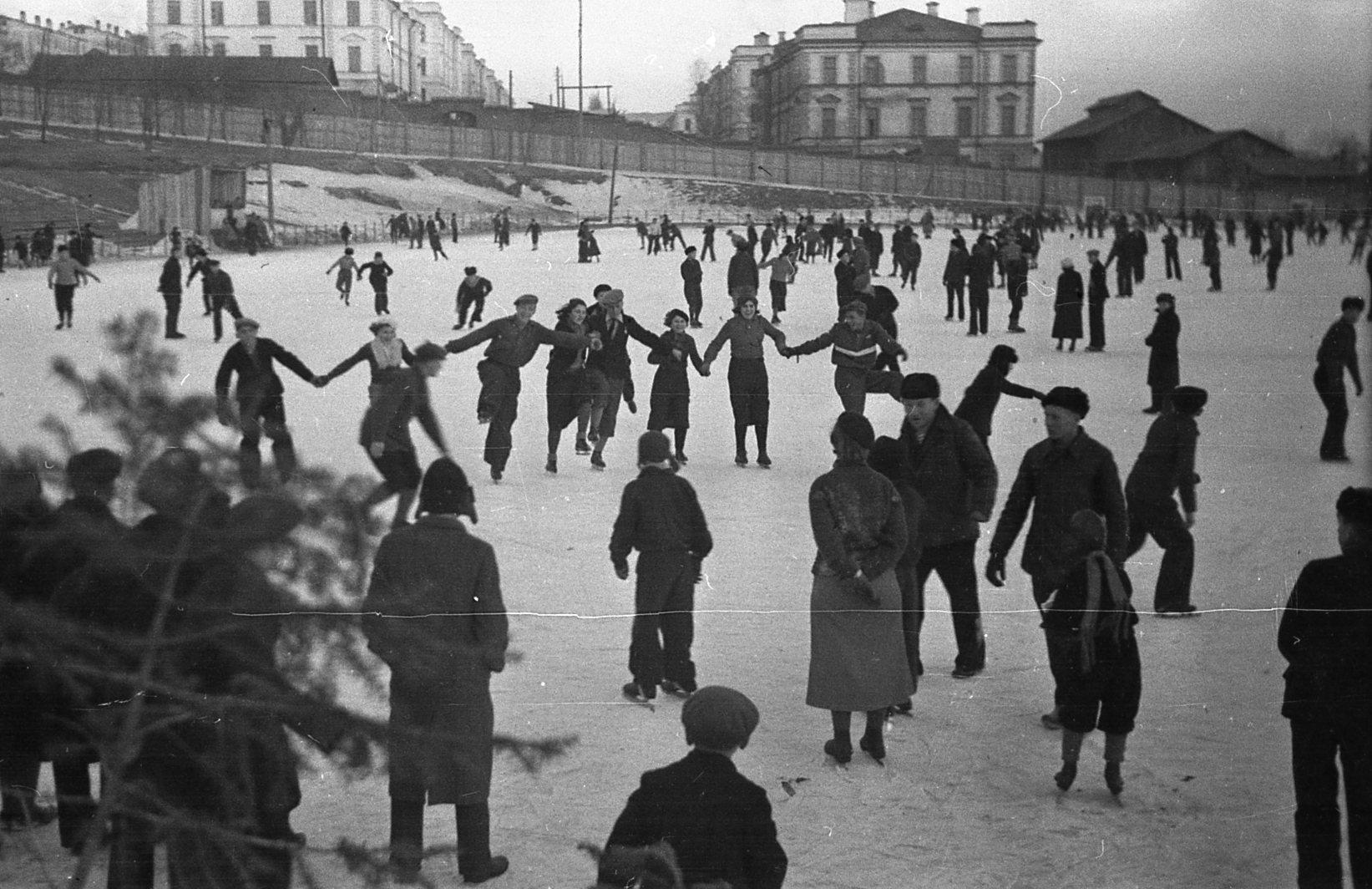 Городской каток на Мальцевской площади (стадион «Авангард»). 1935 год.